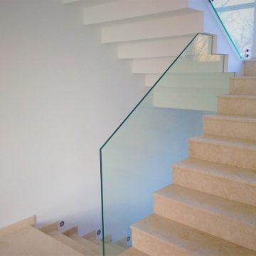 Utilitatea unei balustrade din sticla securizata