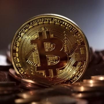 Tips&tricks: care sunt cele mai importante beneficii de care se bucură cei care cumpără Bitcoin?