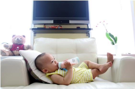 Alimentaţia cu lapte praf – tot ce trebuie să ştie tinerii părinţi